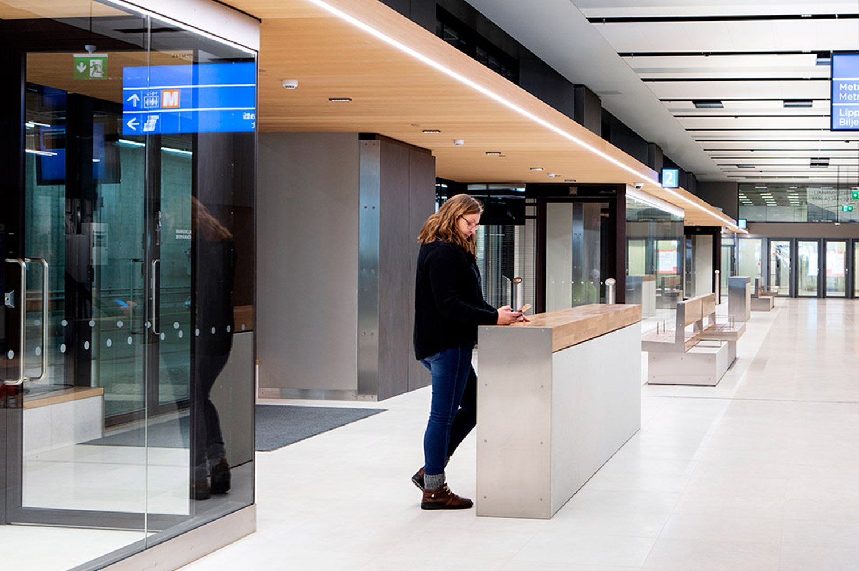 PALA Betonikalusteet Espolan Tapiolan bussiterminaalissa.