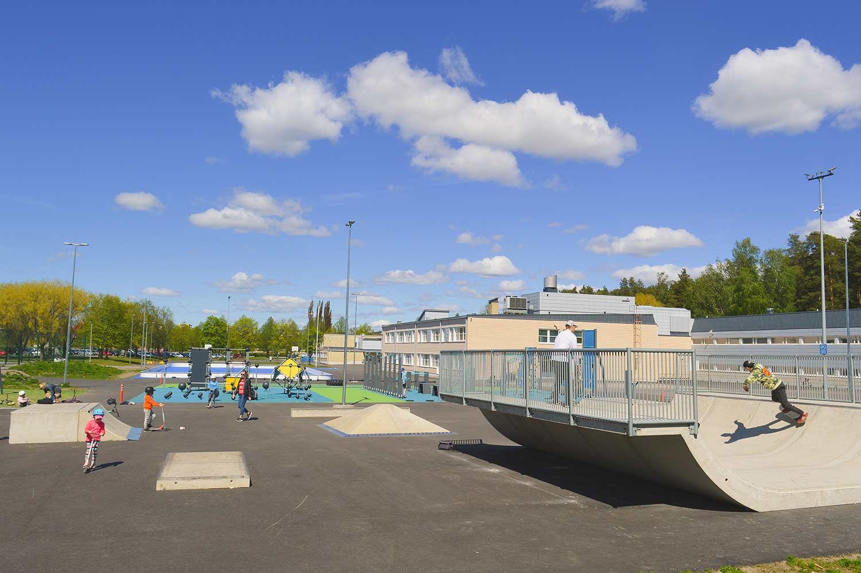 PALA Skate skeitti- ja skuuttiparkki Raision Vaisaaren koulun pihalla.